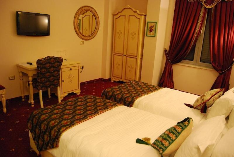2-kitarrat-hotel-oda-005