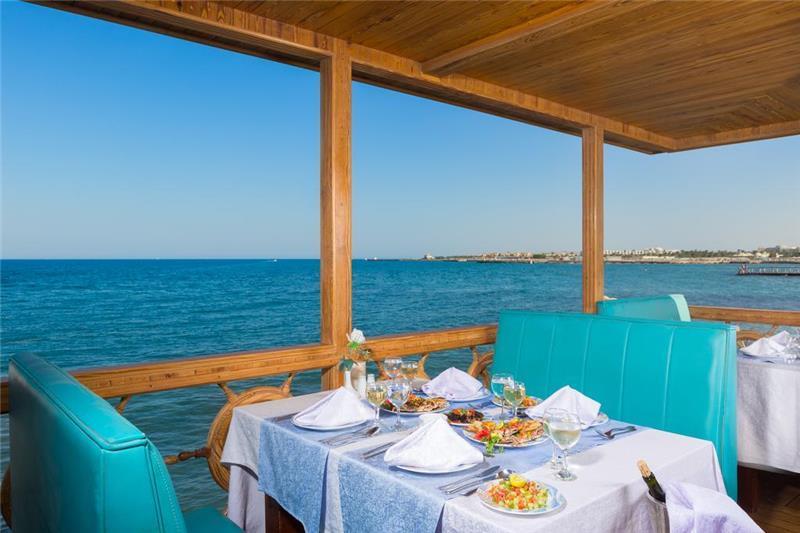 aladdin-beach-resort-restoran-002