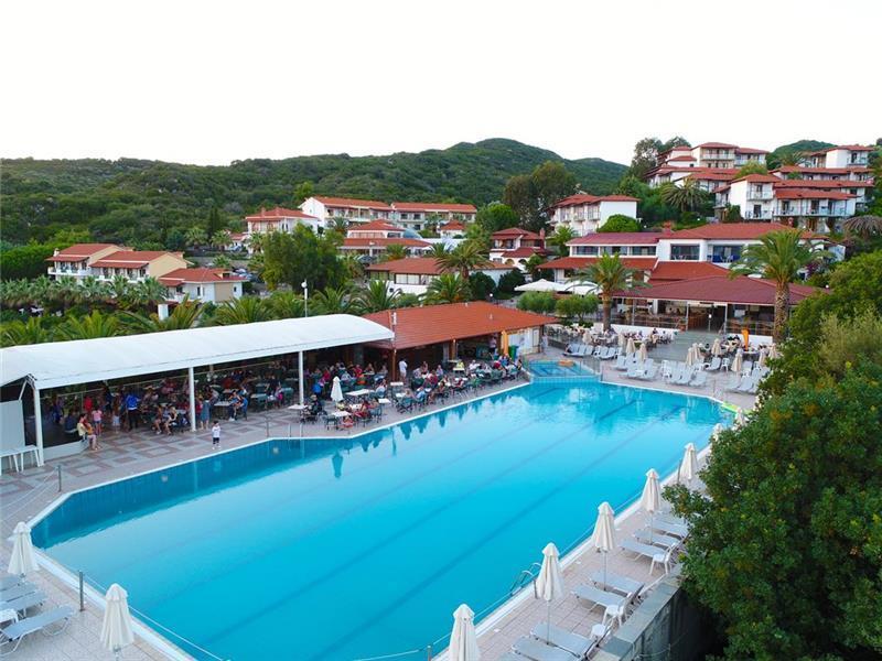 bomo-aristoteles-holiday-resort-spa-havuz-002