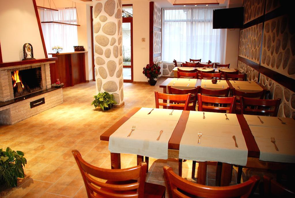 ela-quest-house-restoran-0017