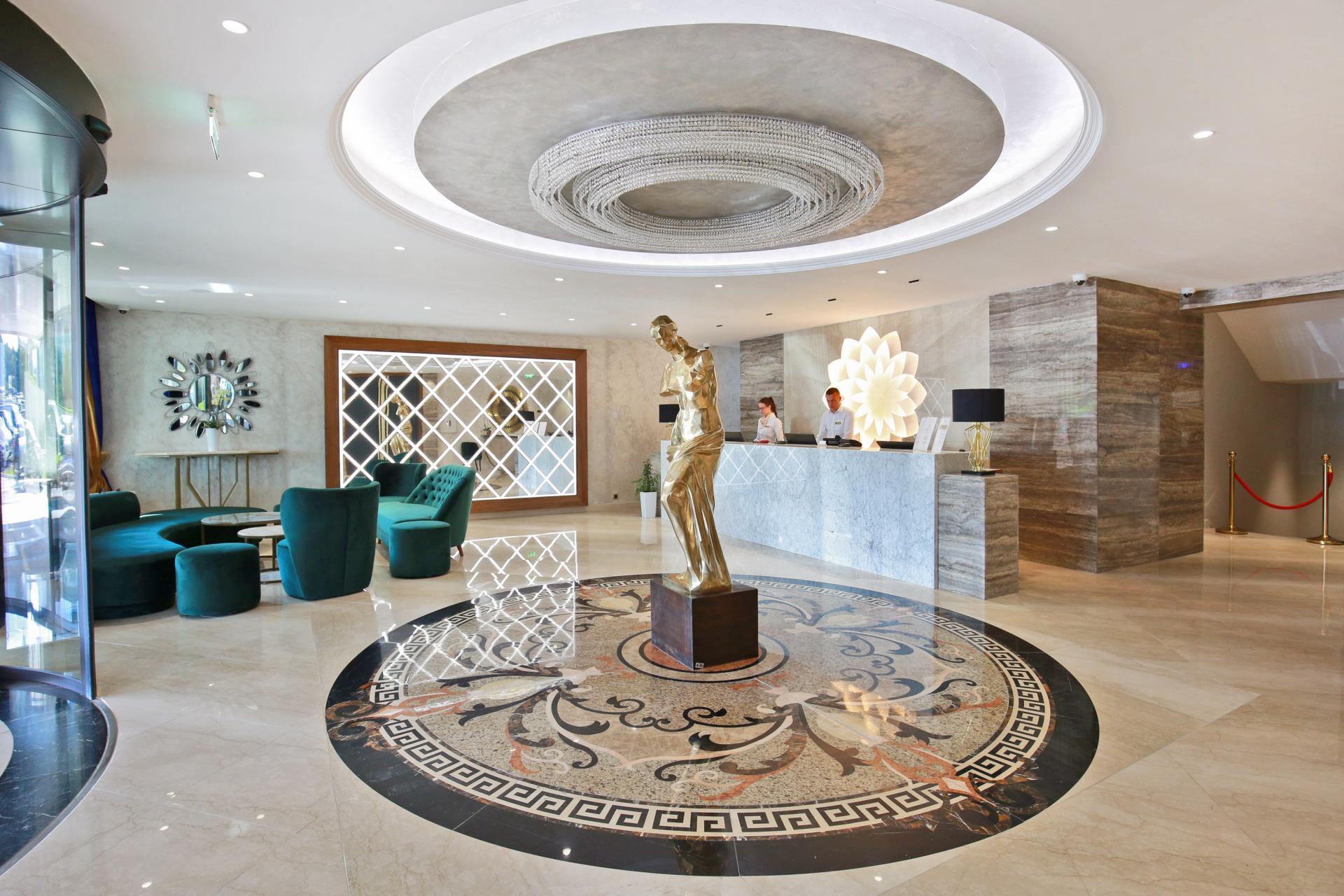 grand-hotel-tornik-lobi-007