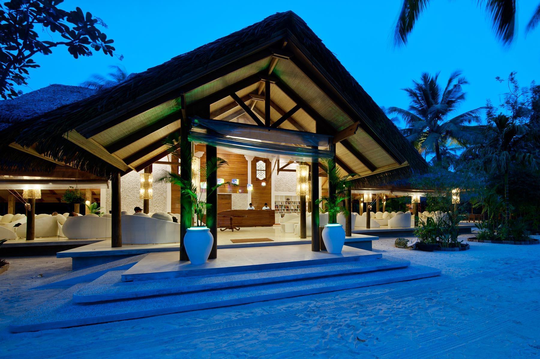 kuramathi-island-maldives-genel-002