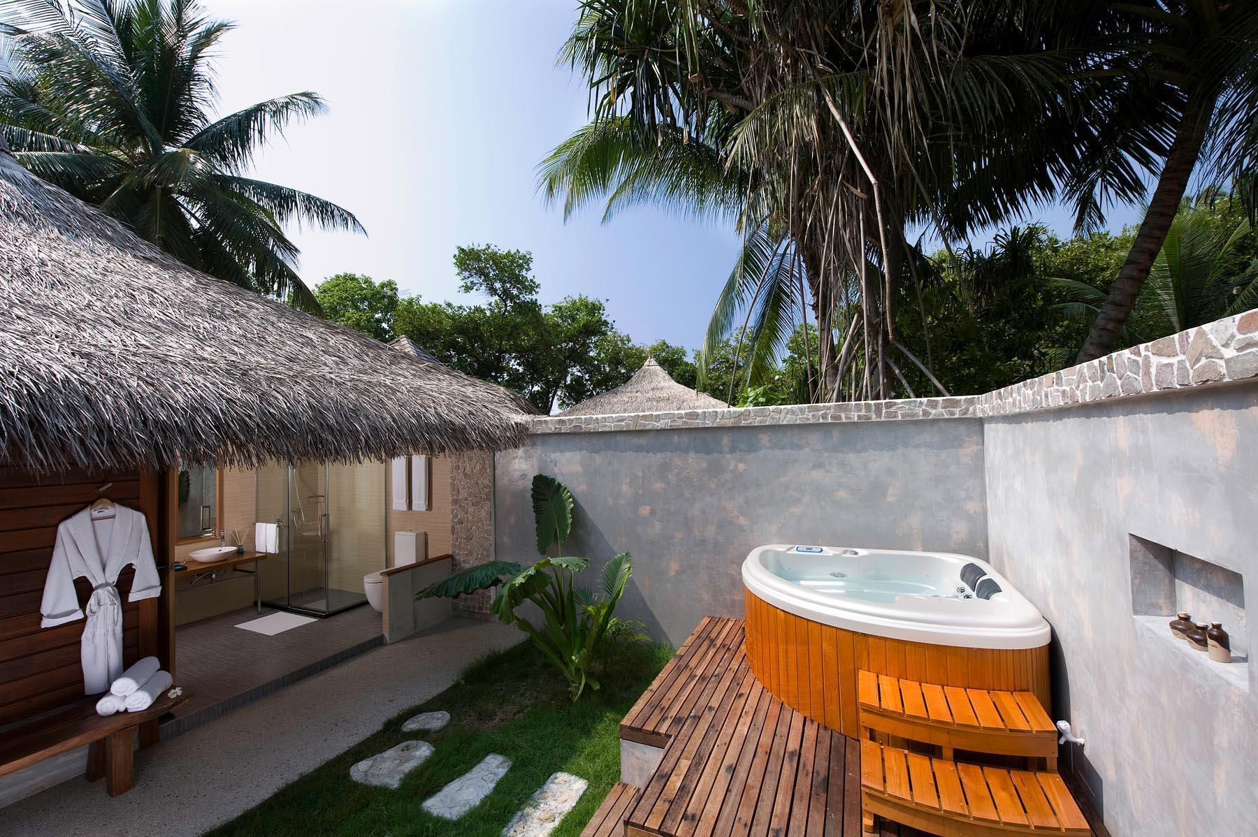kuramathi-island-maldives-genel-007