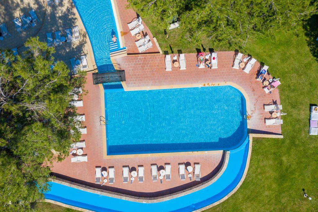 lesse-hotel-havuz-0011