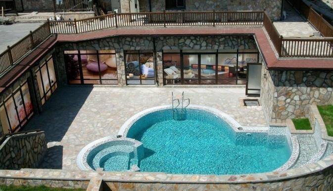 maria-antoaneta-residence-aparthotel-havuz-008
