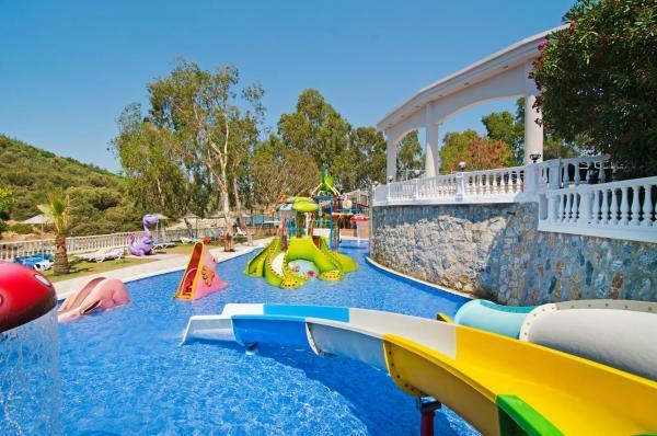 tusan-beach-resort-havuz-0022