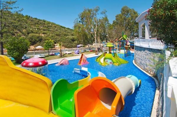 tusan-beach-resort-havuz-0024